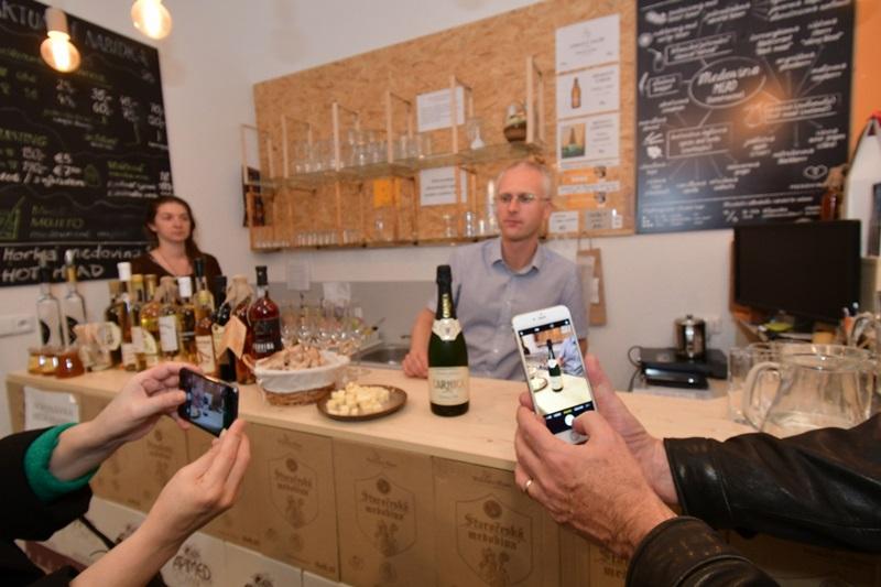 """Degustace a zahájení prodeje slovinských medovin včetně """"šampaňského"""" z medoviny - od 16.10."""