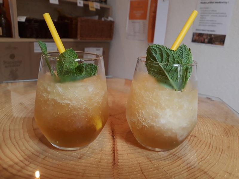Ledová medovinová tříšť - Novinka na baru pro extra horké léto