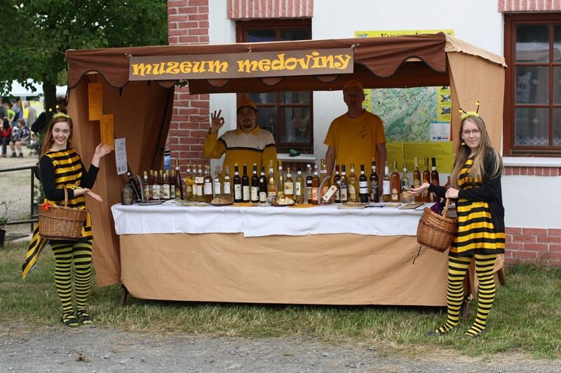 Medobraní v Ořechu a pak hned otevíráme prodejnu