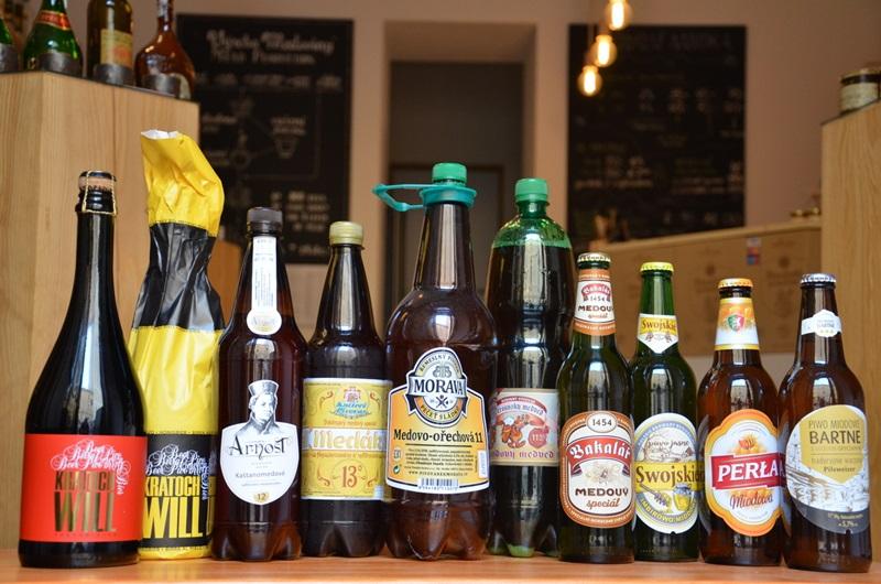 Medová pivéčka se chladí - Štiřínská stodola, Pivovárek Morava, Minipivovar Arnošt a další v rámci Týdne medového piva