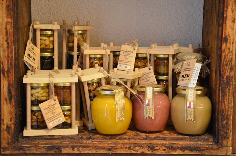 Předvánoční rozšířená nabídka - svíčky z vosku, nové medoviny, kosmetika, dárkové balíčky a poukazy na degustace