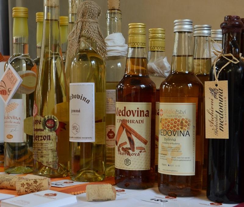 Rodina medovin vyráběných za studena se v Česku rychle rozrůstá