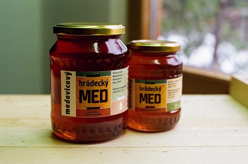 Vítězslav a Markéta Krejčovi: Hrádecký med medovicový