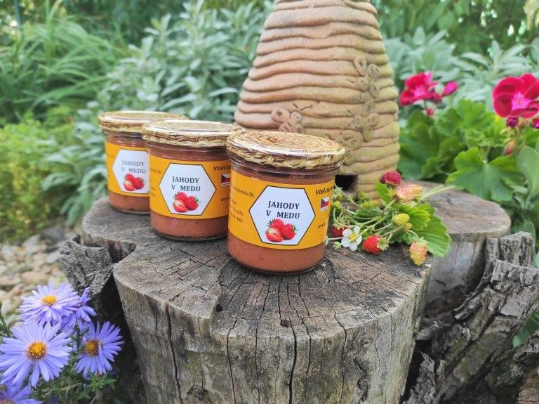 Kurtin s.r.o.: Jahody v medu